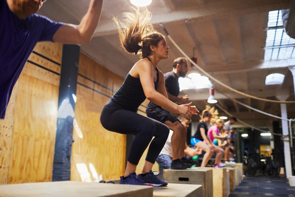 Femmes qui teste le CrossFit